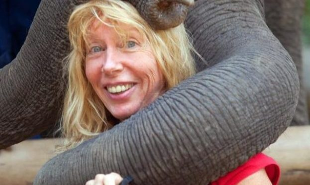 backpackergranny.com gerri with elephant hug1 e1484626168173